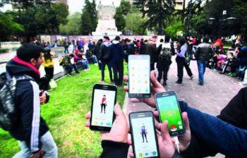 Insólito: piden enchufes en plazas de Mendoza por el Pokémon Go