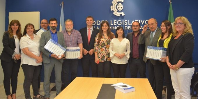 El Poder Legislativo continúa con la entrega del Digesto Jurídico a organismos públicos