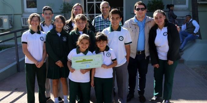 Capitanich entregó el premio a los ganadores y resaltó la importancia de la gestión de residuos