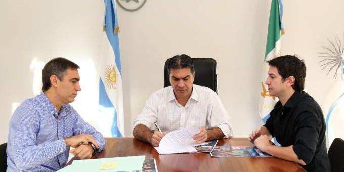 Capitanich firmó llamado a concurso para la construcción de cinco cuadras de pavimento
