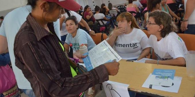 """Entrega de tarjetas AlimentAR: """"Significa para muchas familias recuperar la dignidad"""", resaltó Sager"""