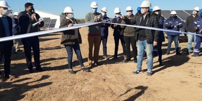 Capitanich inauguró una planta de energía solar para abastecer la demanda de Comandancia Frías