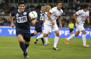 Diego Maradona fue la estrella del partido por la paz