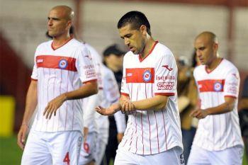 Con Riquelme en cancha, Argentinos perdió ante Colón 2 a 0 en La Paternal