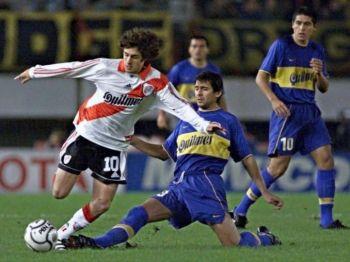 ¿Cómo es el historial del River - Boca en torneos internacionales?