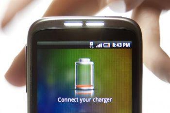 Desarrollan una batería de celular que puede recargarse en 30 segundos