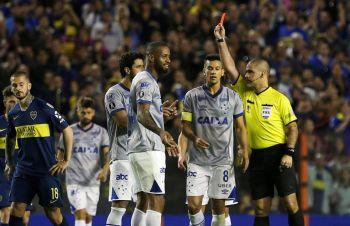 Cruzeiro estalló contra Conmebol por el uso del VAR y pide investigar al árbitro