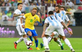 Argentina aguantaba, pero Brasil ganó el clásico con el tiro final