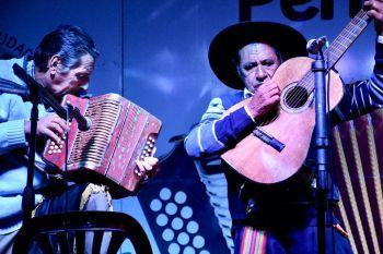 Domingo con música y danza chamamecera en Punta Tacuara