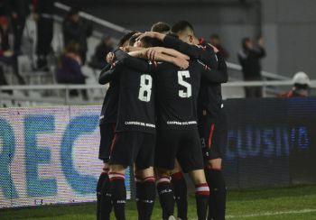 Estudiantes no perdonó a Independiente y lo venció por goleada en la Superliga