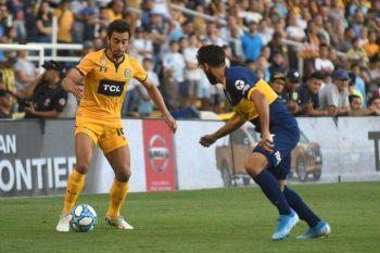 En la despedida de Alfaro y con la cabeza en las urnas, Boca perdió ante Rosario Central